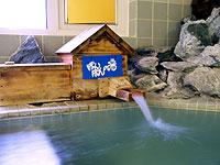 程好い大きさの露天風呂からは原生林の奥に屈斜路湖が望める。